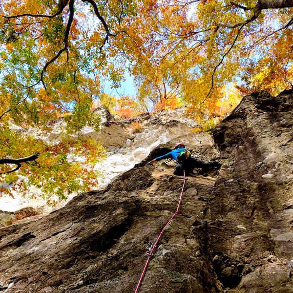 甲府幕岩で紅葉を堪能しながらリード