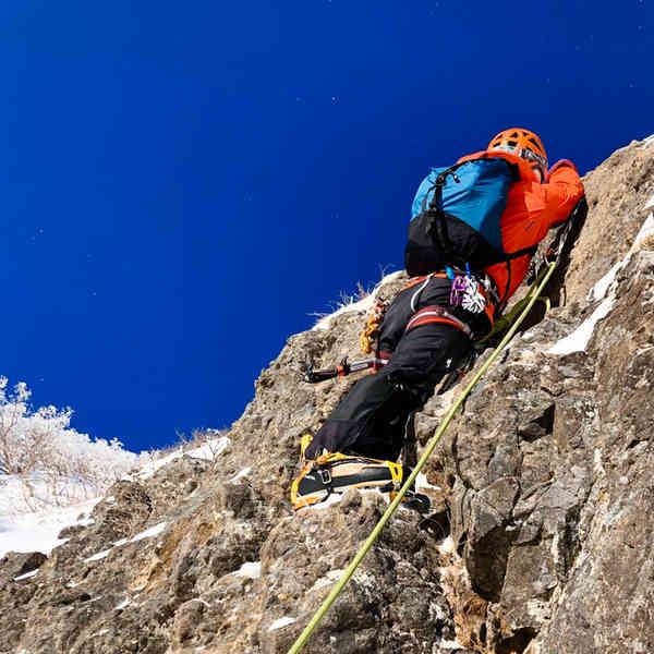 阿弥陀岳北陵、第1岩峰1ピッチ目