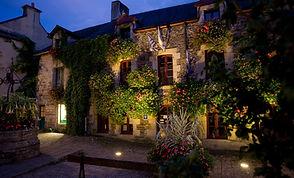Rochefort  en Terre place du puit