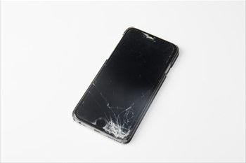 那覇市でiPhone修理を行うi-SS沖縄~フロントパネル(液晶)のひび割れ修理ならお任せ~