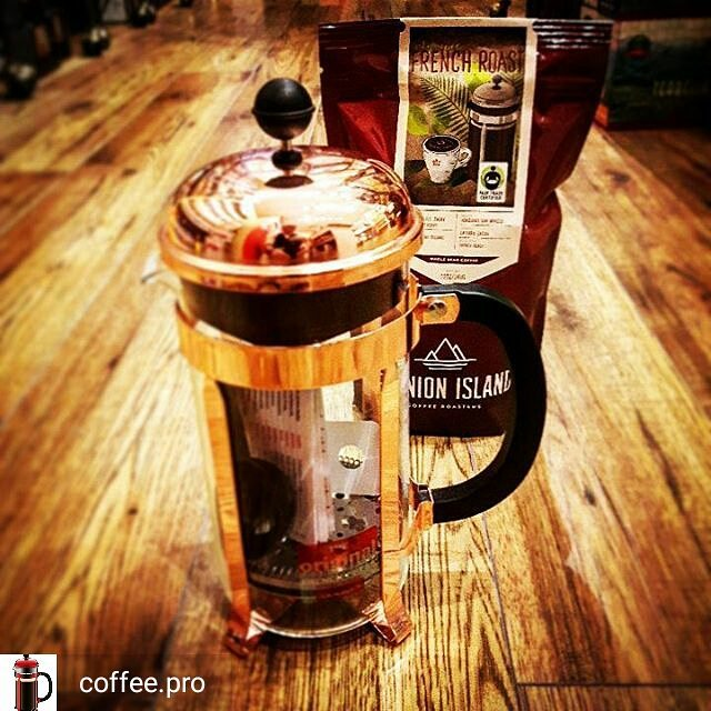 Limited time offer! Buy a _Chambord_ French press and get a free bag of Reunion Island coffee!