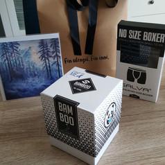 Gåvepose_med_herresokker_og_bokser_og_ei