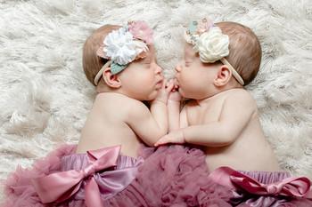 twin-baby-girls-photos-danielle-blewitt