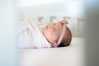 newborn-baby-girl-photos-in-home-daniell