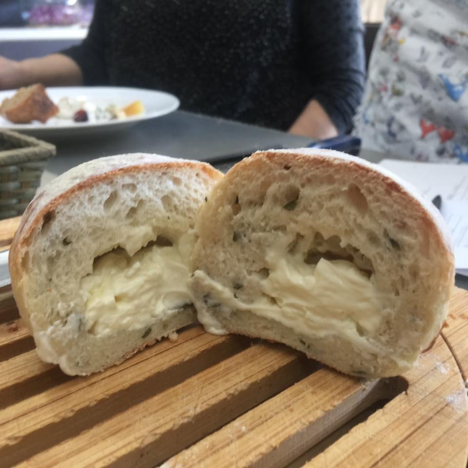 クリームチーズ桜パン