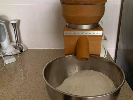 イタリアの粉挽きで韓国餅