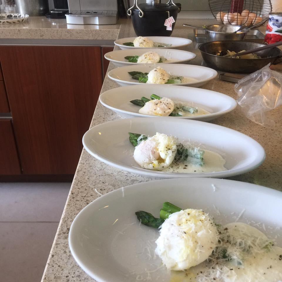 アスパラガスの前菜 ポーチドエッグ