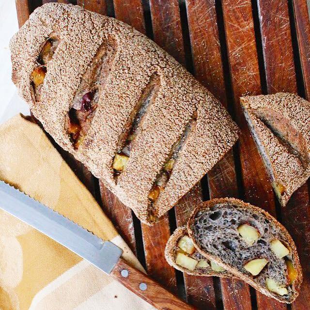 こねないパン さつまいもセサミブロート