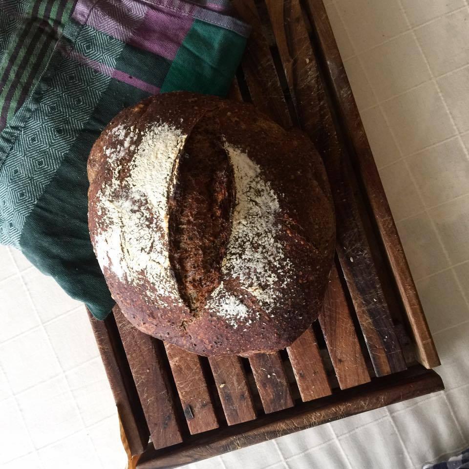 ストウブパンのごまパン
