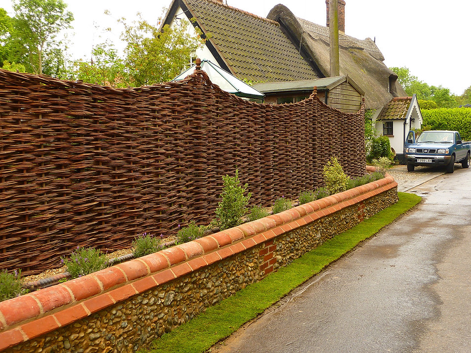 woven worlds, willow fencing suffolk, willow weaving suffolk, graham north, willow, natural fencing suffolk,