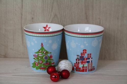 Tassen mit Weihnachtsbaum und Päckliberg