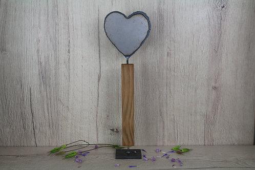 Herz auf Holzfuss