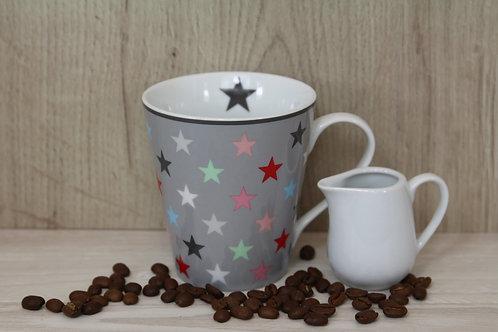 Tasse mit farbigen Sternen