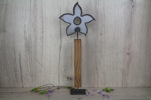 Blume auf Holzfuss