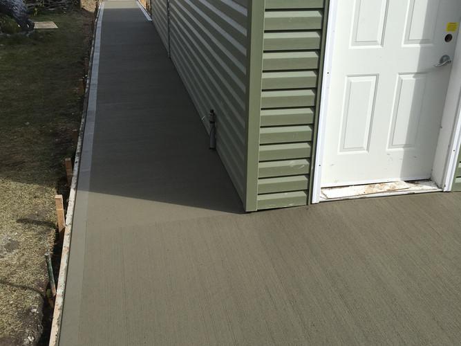 Concrete apron & sidewalk
