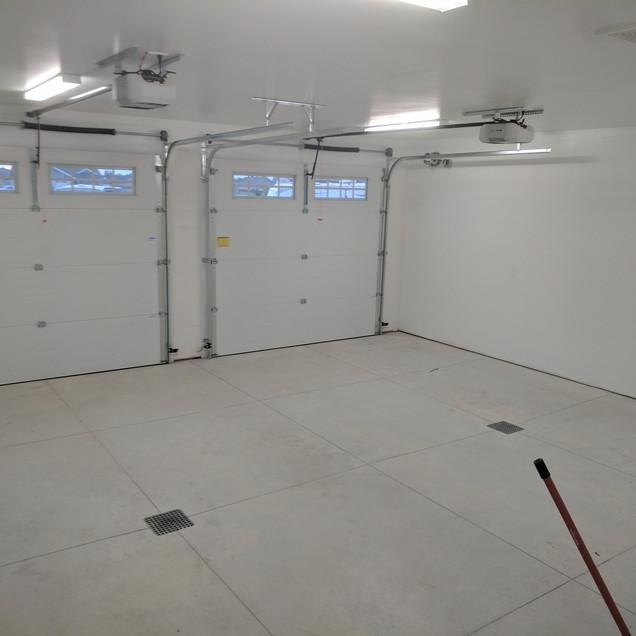 Garage floor with drainage