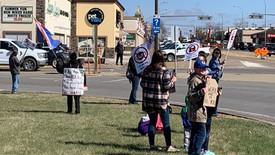 Stettler demonstrators protest lockdown