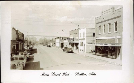 Looking south down 50 Ave from mainstreet. Circa 1960.