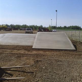 Concrete loading dock