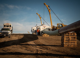 Premier meets with Keystone XL workers