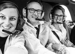 Bruidsfotograaf in helicopter Denise Motz