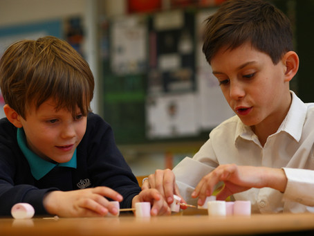Výběr školy už v bilingvních rodinách nemusí být dilema. V Praze otevřela Two Hour School.
