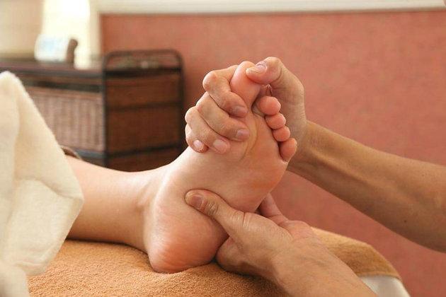 外反母趾・タコ・O脚でお悩み の方のためのフット調整施術です