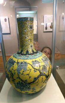 На выставке китайского фарфора.
