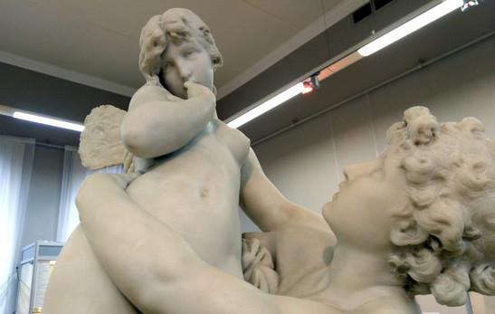В музее.