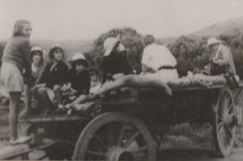 Children on Oxwagons, Swinburne
