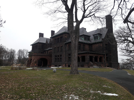 The Ancestor Guy tours a mansion in Minnesota.