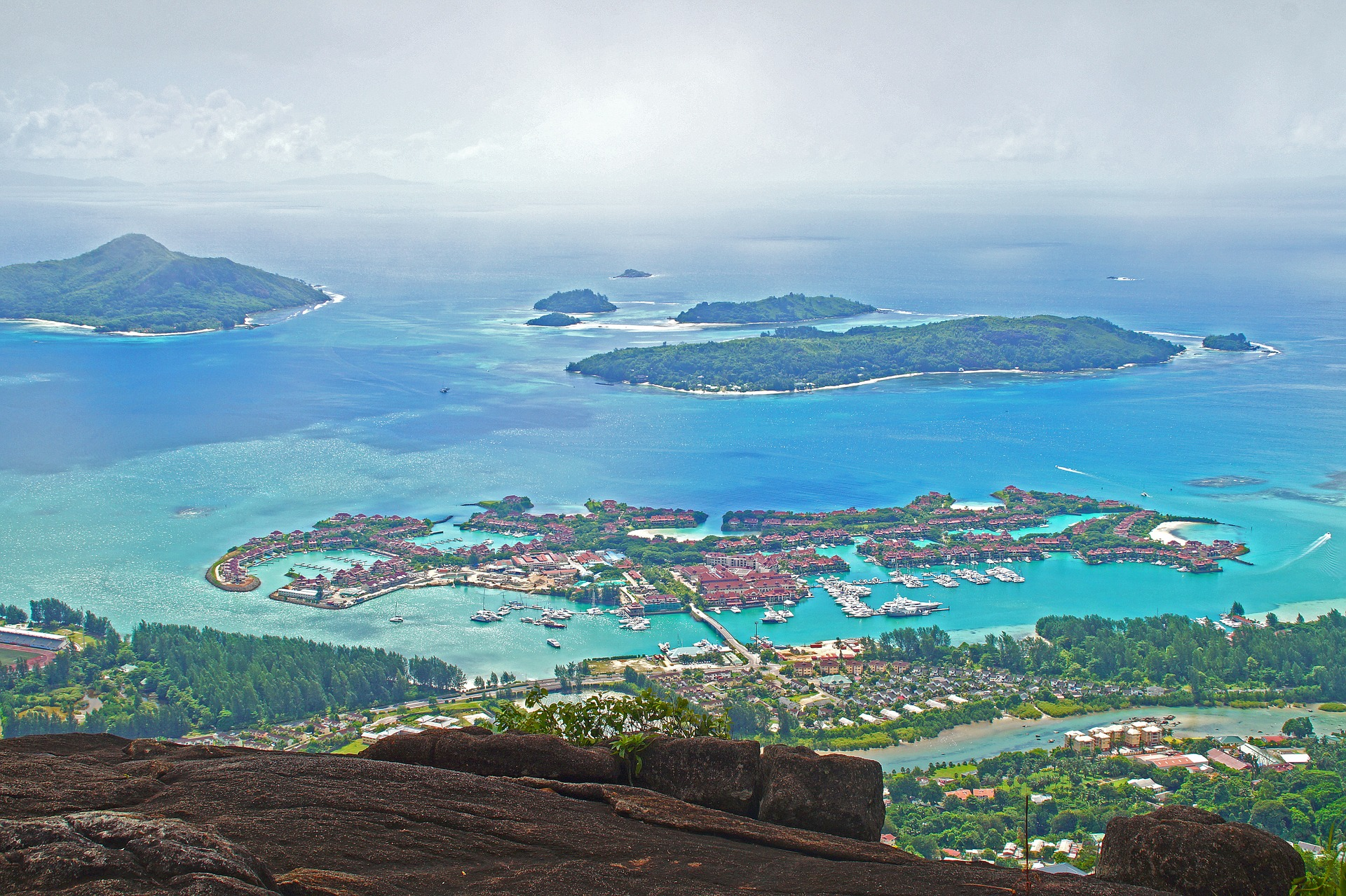 seychelles hotels in the middle of clear waters