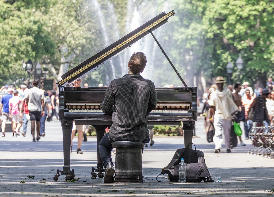 central park piano player
