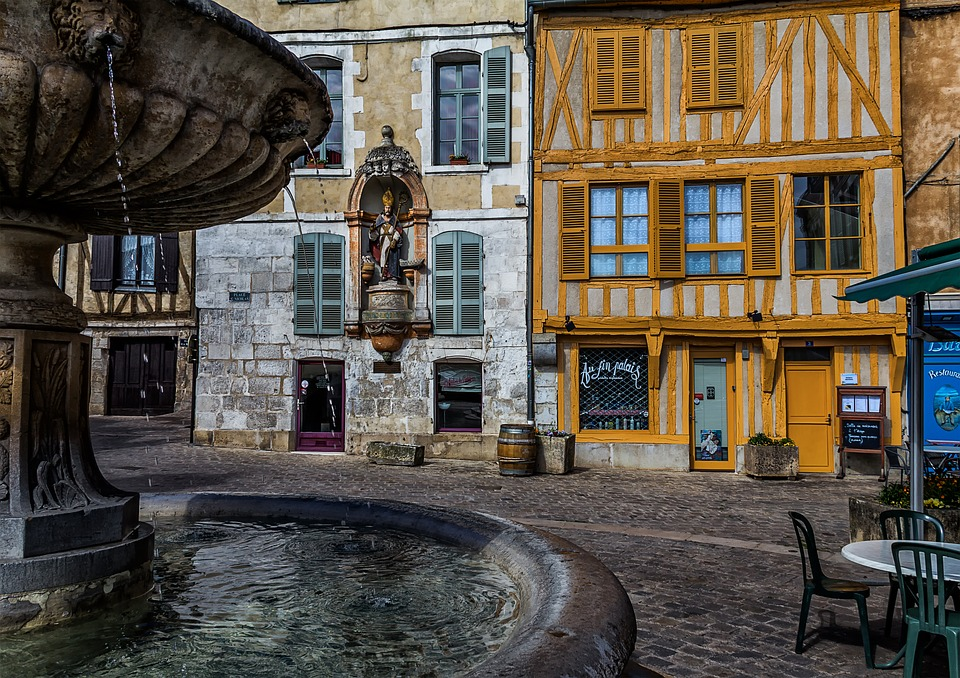Auxerre old city streets