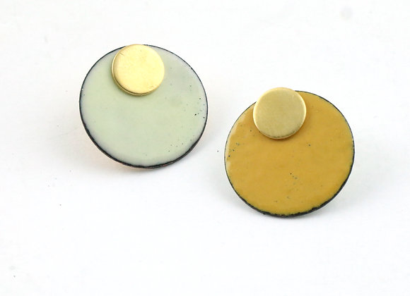 Small circle yellow ochre/pastel yellow