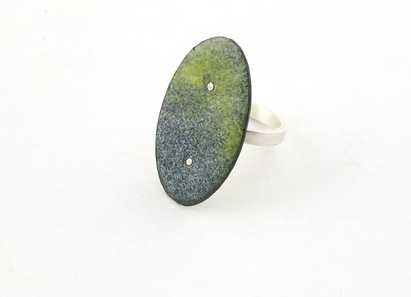Ring vertical oval
