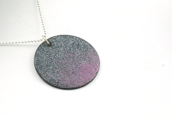 Small round pendant raspberry/black speckled