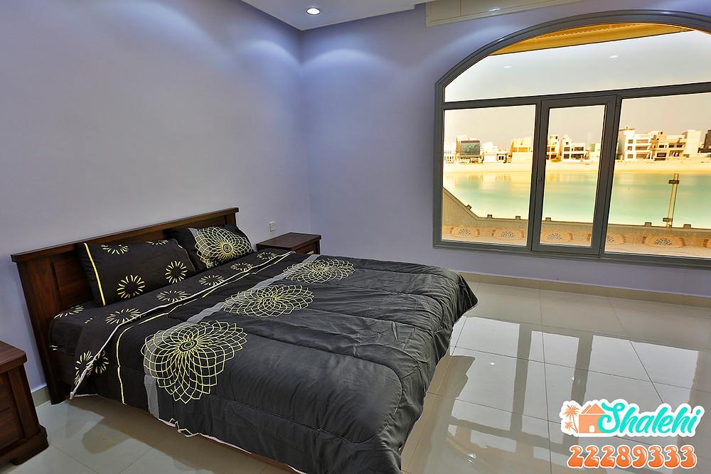غرفة النوم باطلالة بحرية