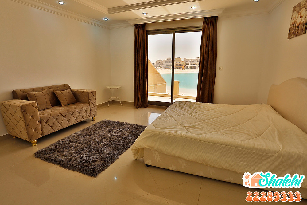 غرفة نوم باطلالة بحرية