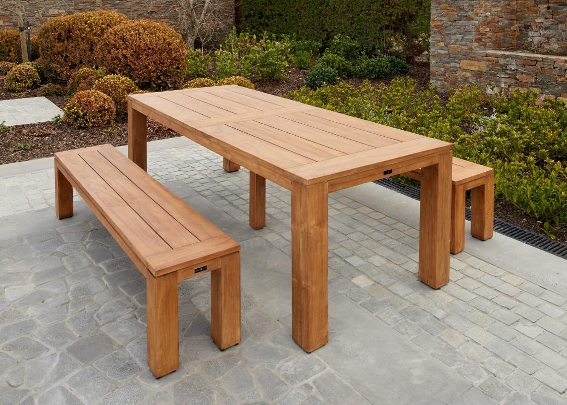 Teak bench setting