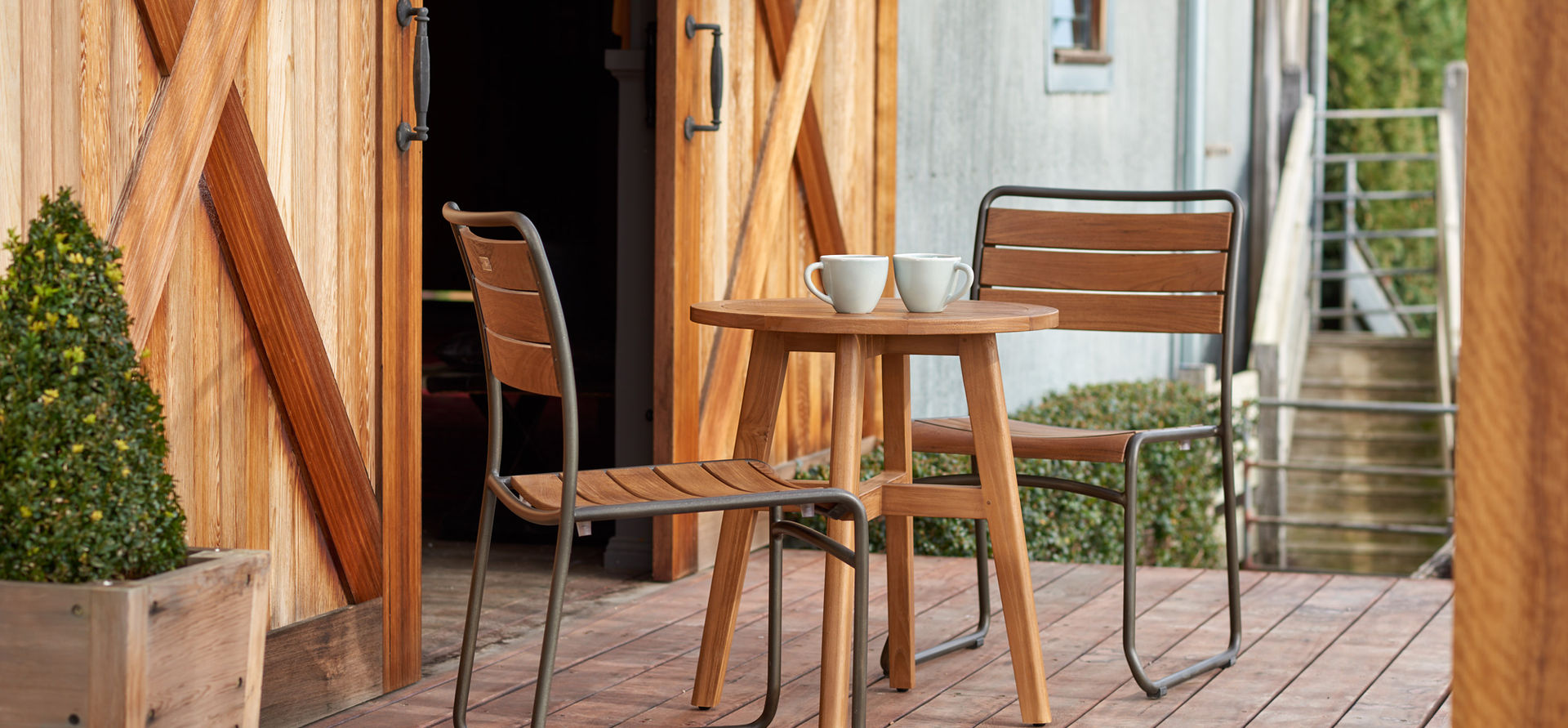 Premium aluminium & teak wood