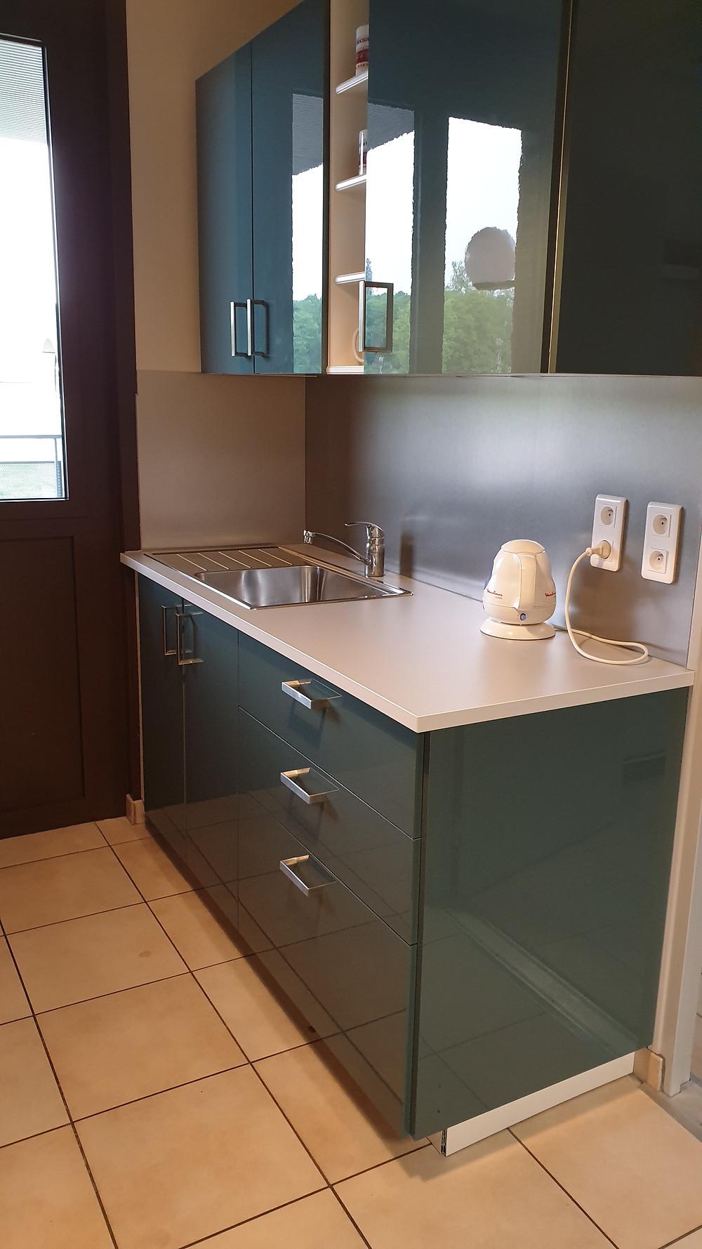 Aménagement d'une kitchenette, élément d'un confort agréable