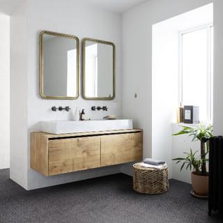 Salle-de-bain et sol