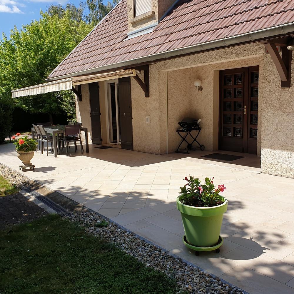 Réfection d'une terrasse en grès cérame de maison particulière