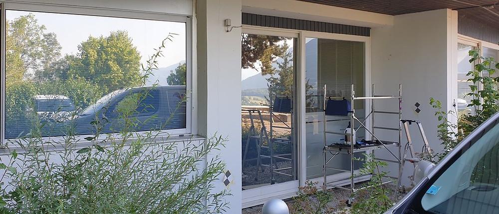 Pose de film anti-chaleur sur fenêtres & porte-vitrée