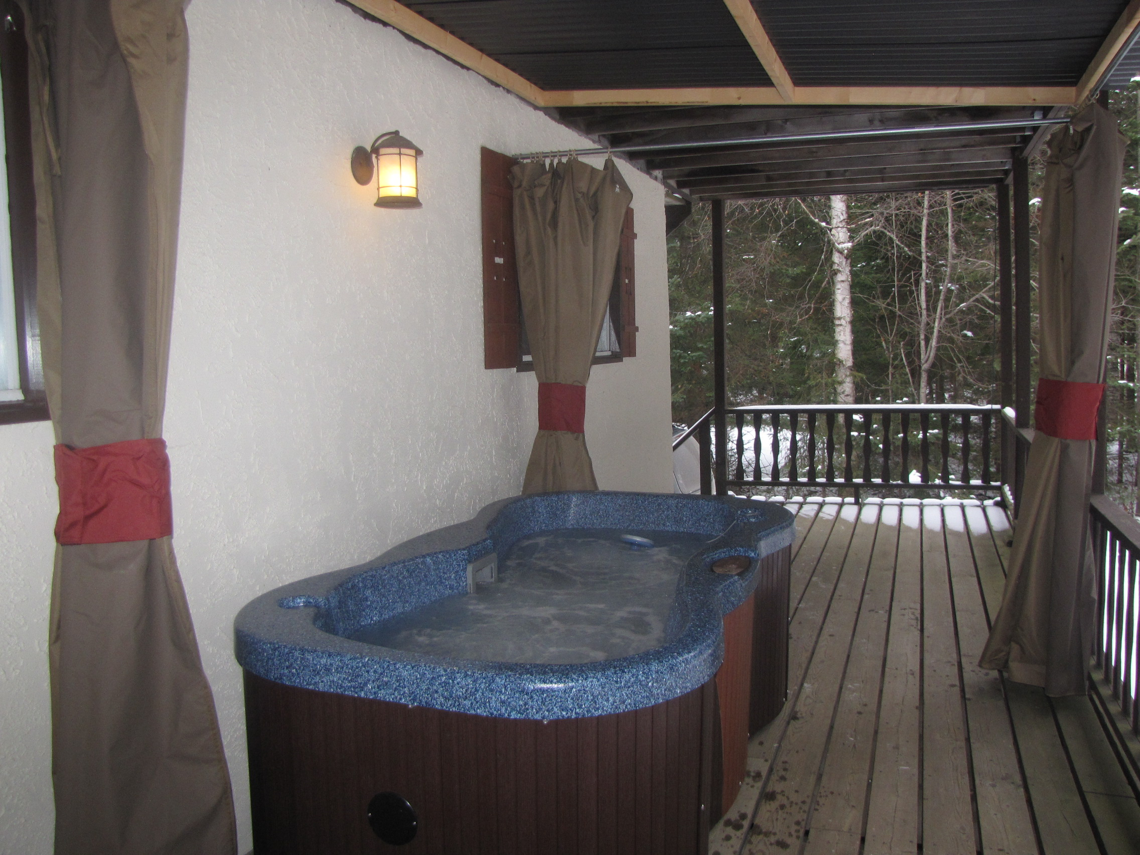 Private Hot Tub Optional