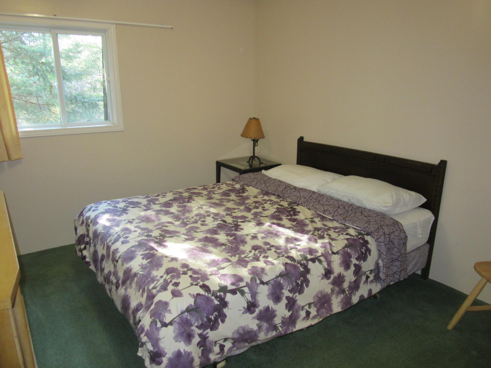 Cottage with Queen Bedroom