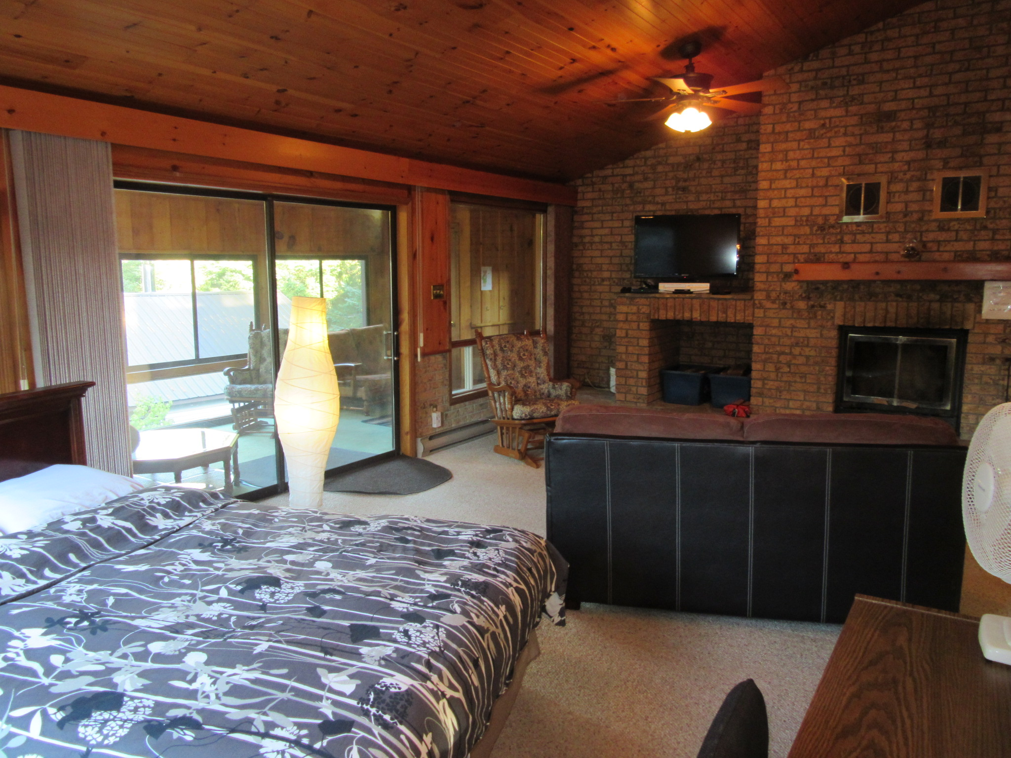Upscale Lakeview Chalet Private Hot Tub and Fireplace
