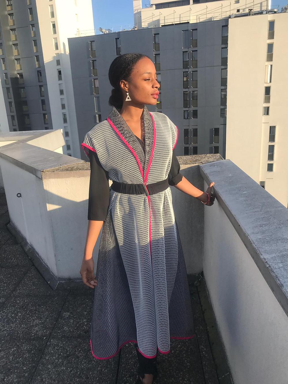 l'actrice Gémi DIALLO sur la terrasse de KAZI HOUSE
