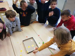 La classe de P2A a réalisé la maquette et le plan de leur classe.
